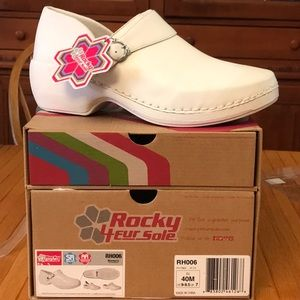 Rocky 4evr Sole White Nursing Clogs